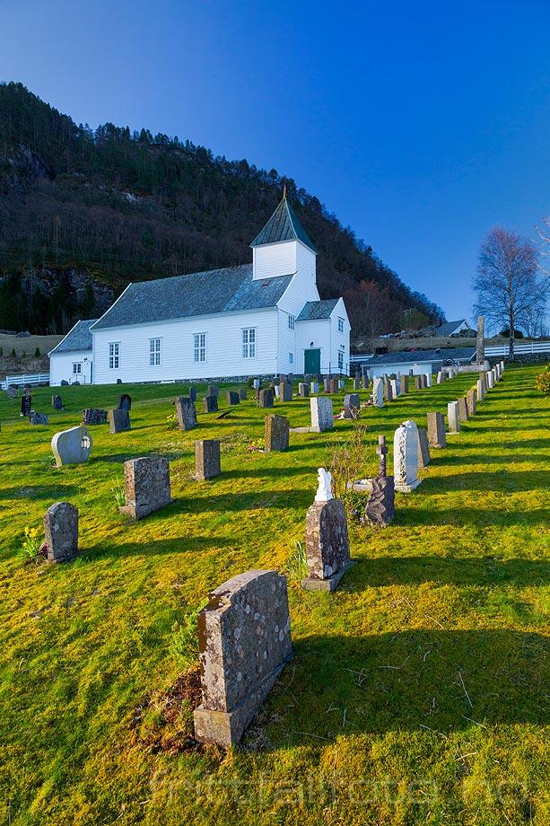Morgen ved Sandnes kyrkje på Masfjordnes, Masfjorden, Vestland.<br>Bildenr 20190409-059.