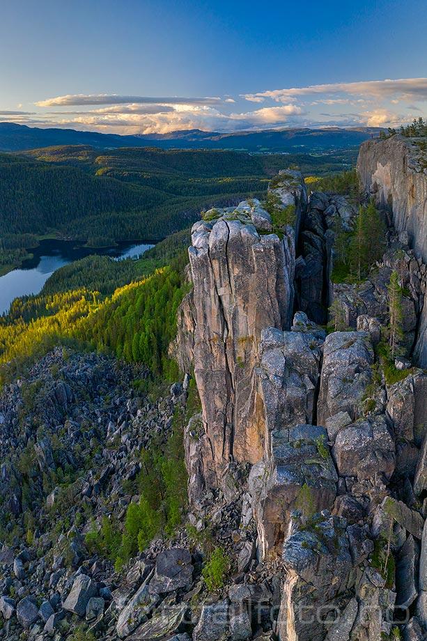 Gygrestolen nær Eikjabygda, Midt-Telemark, Vestfold og Telemark.<br>Bildenr 20190620-066-071.