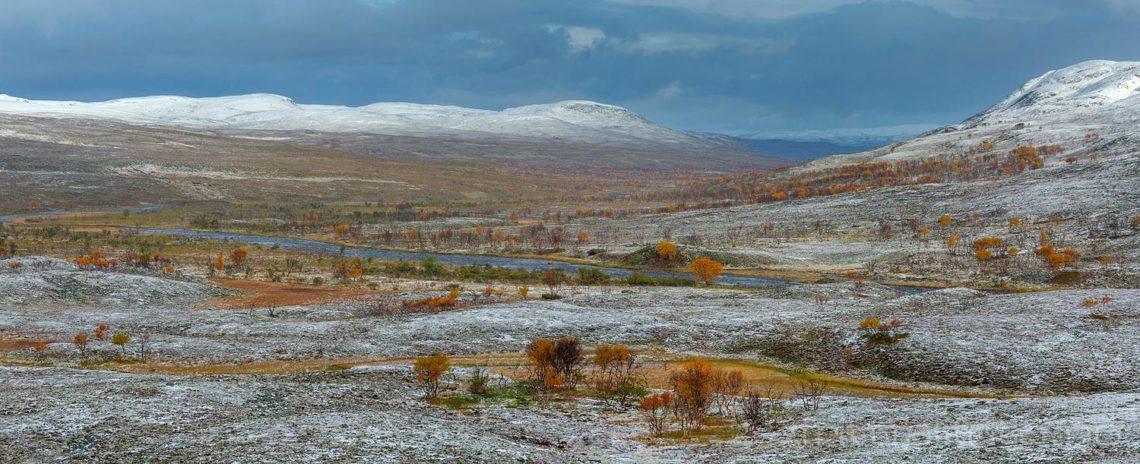 Vinteren er i anmarsj på Imfjordfjellet, Gamvik, Troms og Finnmark.<br>Bildenr 20190922-0157-0158.