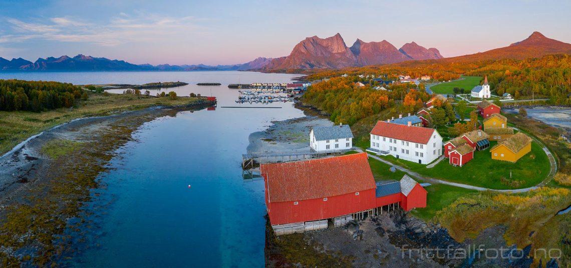 Ved Kjerringøy gamle handelssted, Bodø, Nordland.<br>Bildenr 20190926-1086-1087.