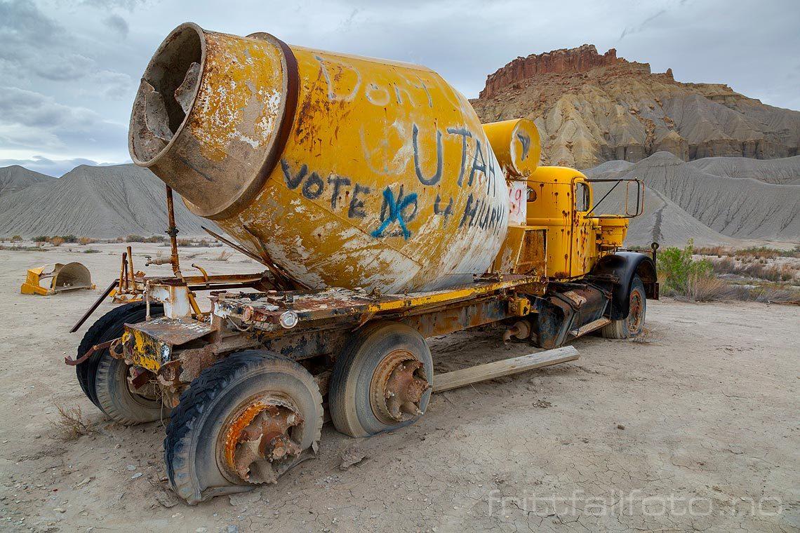 Gammel sementbil ved Blue Gate nær Caineville, Wayne County, Utah, USA.<br>Bildenr 20170407-473.