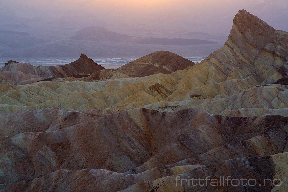 Kveld ved Zabriskie Point i Death Valley National Park, Inyo County, California, USA.<br>Bildenr 20170412-292.