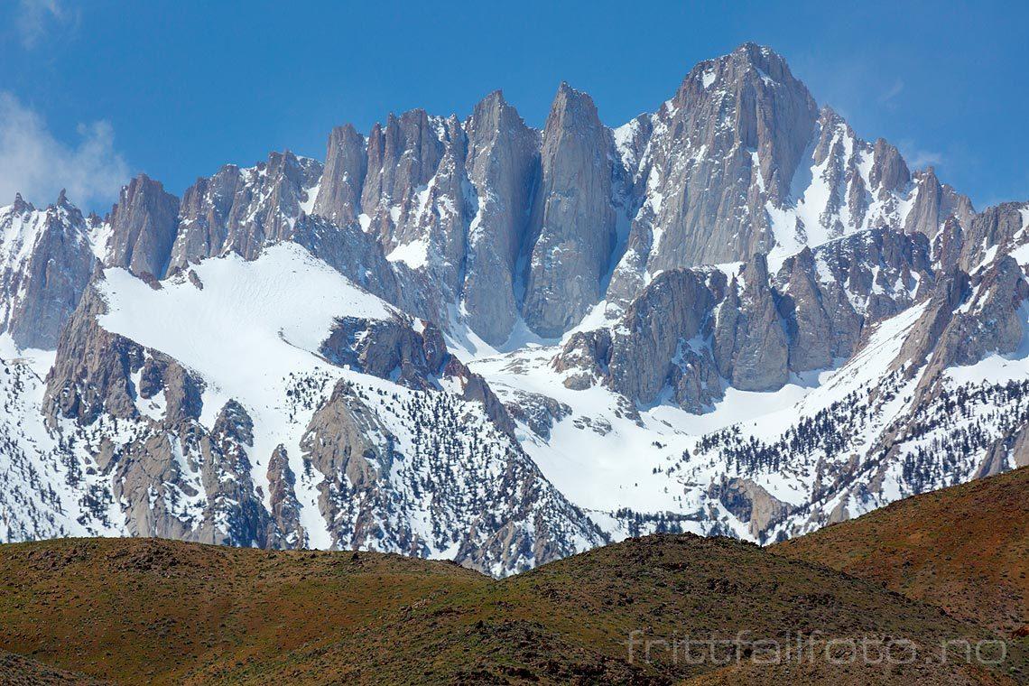 USA's høyeste fjell utenfor Alaska er Mount Whitney i Sierra Nevada, Inyo County, California, USA.<br>Bildenr 20170413-258.