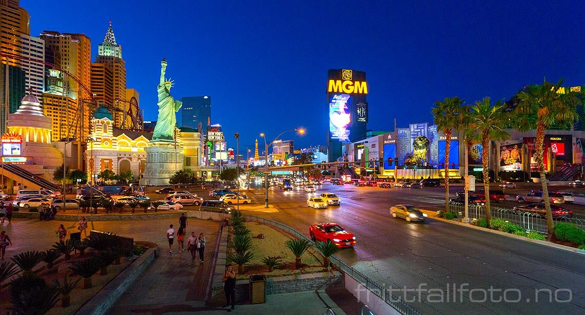 Kveld ved South Las Vegas Boulevard i Las Vegas, Clark County, Nevada, USA.<br>Bildenr 20170415-275.