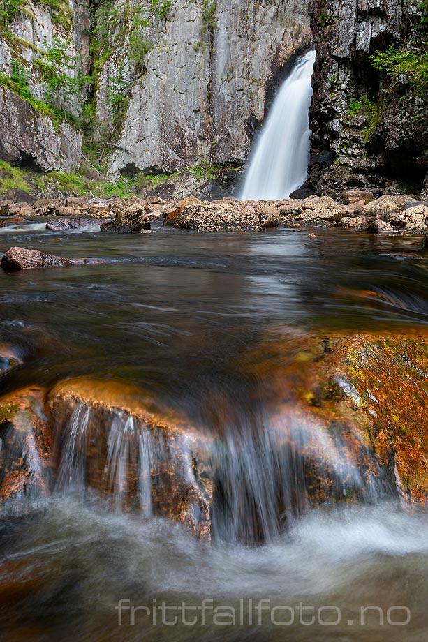 Ved Trollfoss nær Lågendalen, Larvik, Vestfold og Telemark.<br>Bildenr 20200829-187.